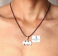 Colgante cordón y silueta Batman en acero