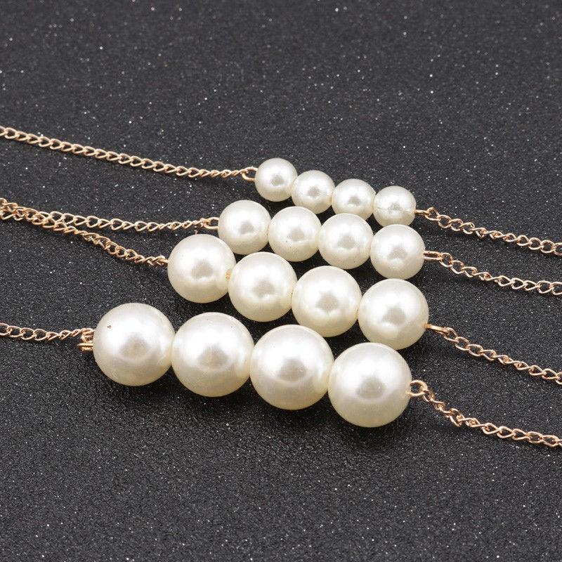 Collar dorado Multiples cadenas y perlas blancas