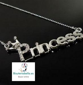 Colgante plateado mediano Letras Princess con brillantitos y corona