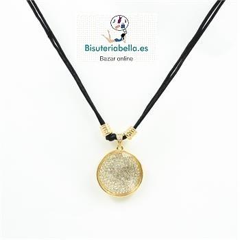 Gargantilla medallon dorado grande con brillantitos y cordon negro