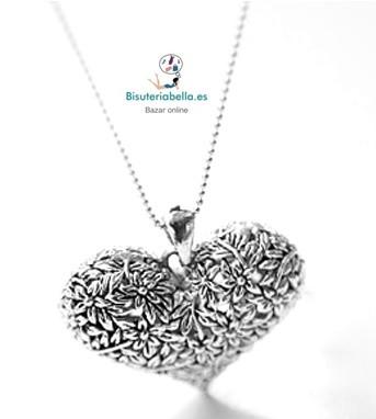 Colgante largo estilo antiguo corazon con detalles florales tallados
