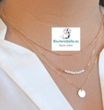 Colgante dorado triples cadenas finas,medallas,perlas