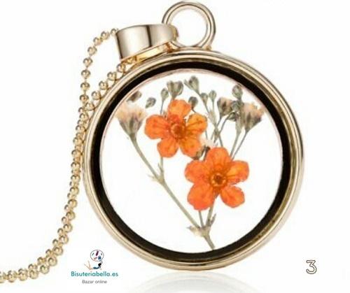 Colgante dorado cristal y flores dentro ovalado