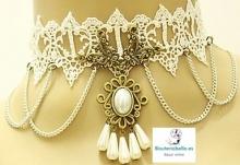 Gargantilla encaje Blanco detalles florales,cadenas y perlas