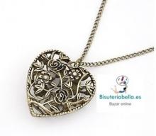 Colgante bronce, corazon grande detalles florales