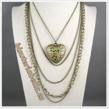 Colgante bronce cadenas largas y corazon grande con detalles