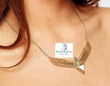 Colgante corado mediano alas abiertas de aguila con detalles