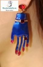 Pendiente dorado mano azul marino con brillantitos rosas y detalles