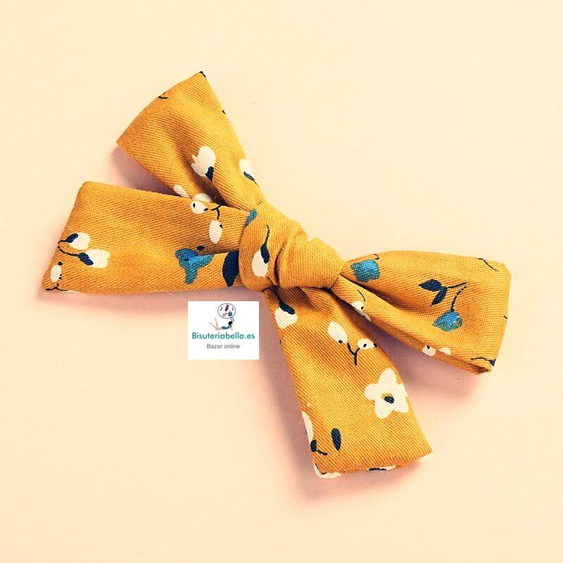 Lacito Prendedor Mediano Lino Amarillo detalles florales