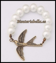 Pulsera perlas blancas con pajarito en bronce (ajustable)