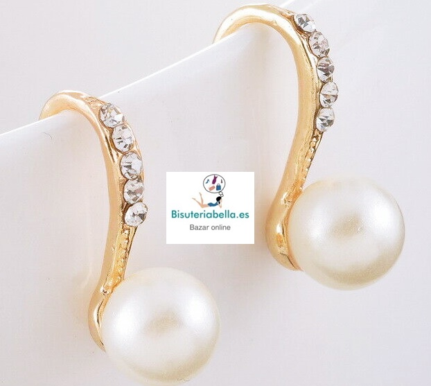 Pendientes dorados perlas pequeños con brillantitos