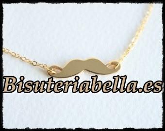 Colgante dorado bigotes negros mediano