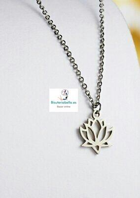 Colgante plateado silueta flor de loto