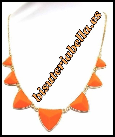 Collar dorado fino formas geometricas naranja fosforito