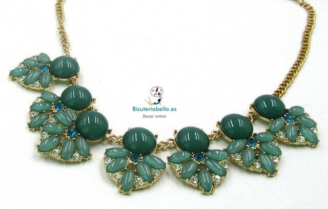 Gargantilla con detalles florales Jade Verde y brillantitos